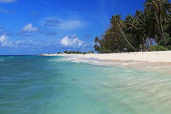 Плажът на остров Дараванду.