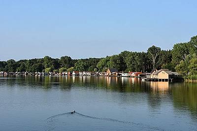 Плаващото село в езеро Бокоди - ден първи: Първата гледка, която видяхме от моста.