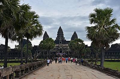 Храмът Ангкор ВатХрамът Ангкор Ват, който е един от основните образци на класическия стил в кхмерската архитектура. Стилът носи неговото име &ndas...
