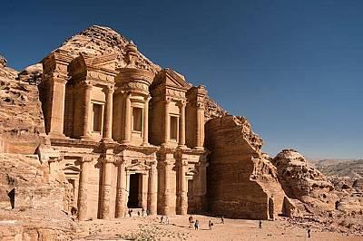 """Петра, Йордания""""Манастирът"""" в Петра вероятно е бил храм, построен през I в. пр. Хр."""