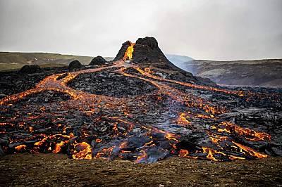 Изригването в Исландия вероятно бележи началото на активна вулканична дейност