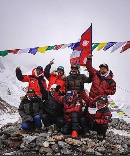 Нирмал Пурджа заедно с алипнистите, покорили върха Снимка: публикувана с разрешението на Нирмал Пурджа