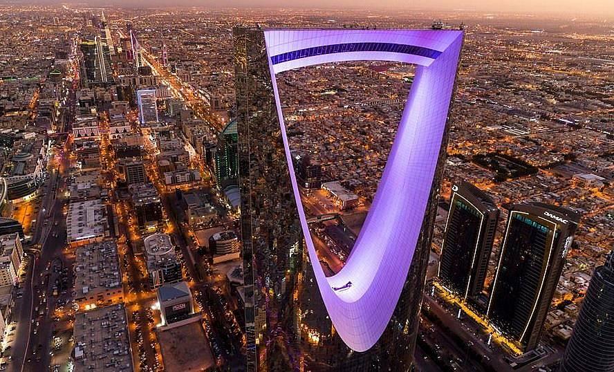 Високият 152 метра Kingdom Centre отразява град Риад, столицата на Саудистка Арабия Снимка: George Steinmetz