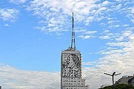 """Спирка на най-широкия булевард в света """"Нуеве де Хулио"""" - – """"Девети юли"""", наречен така в чест на Деня на независимостта..."""