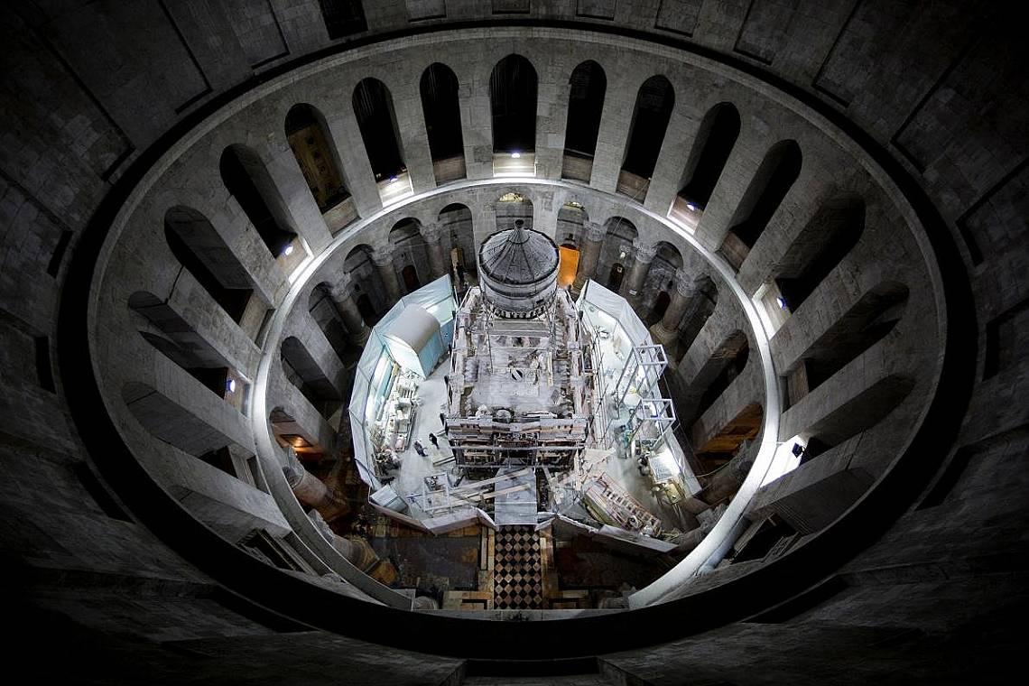Святото място, където се намира гробът на Иисус ХристосСвятото място, където се намира гробът на Иисус Христос, в момента се реставрира.