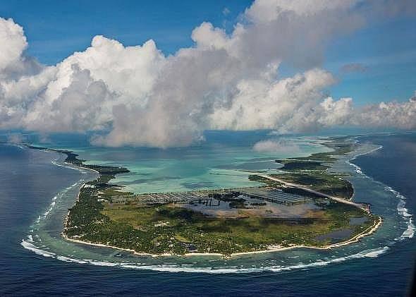 Голяма част от острова-държава Кирибати е само няколко метра над морското равнище, което означава, че е силно застрашена от наводнения.  Снимка: Кади...