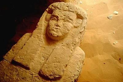 Саркофаг от Ал-Камин ал СахрауиТози саркофаг е бил намерен в птолемейска гробница в района Ал-Камин ал Сахрауи, южно от Кайро.