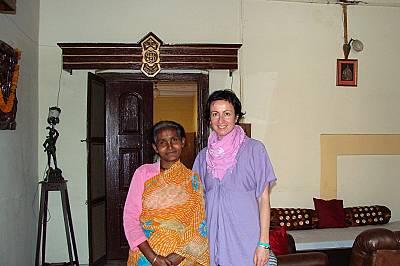 Заедно с всеотдайната жена, която се грижи за удобствата ни в ашрама