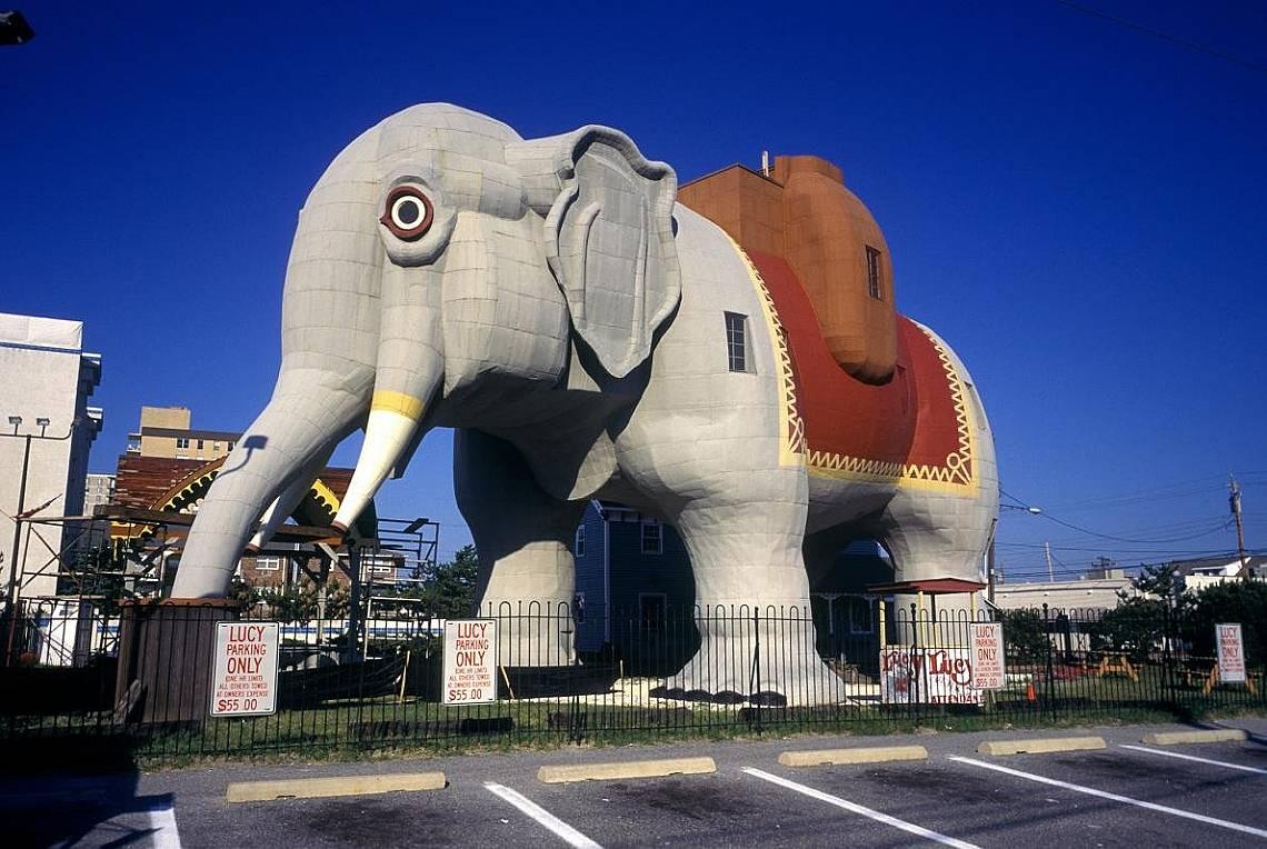 Луси СлонътЛуси Слонът е добавена към Националния регистър през 1971 г., близо 100 години след построяването му. Шестетажната сграда с формата на слон...