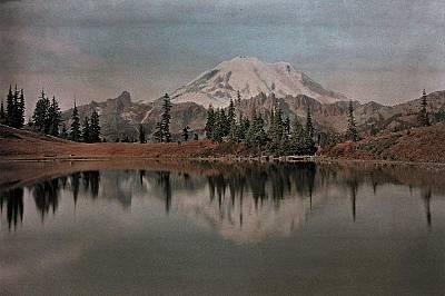 Маунт РениеМаунт Рение на автохромна снимка от 1931 г. Върхът е висок 4 392 метра и се намира на територия, определена като парк през 1899 г.