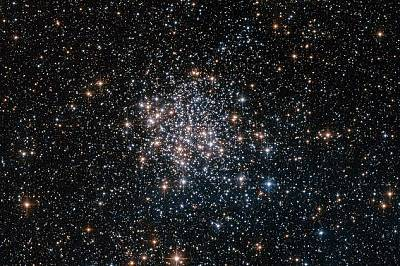 Звездна броеницаStellar NurseryThis Hubble pictures shows the star cluster NGC 1854, a hotbed of star formation about 135,000 light-years away in the...