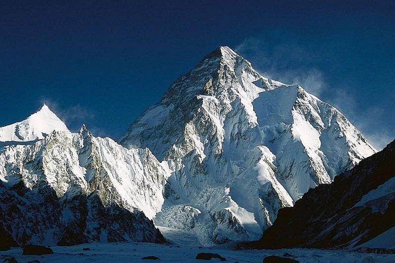 """К2 на зазоряване е """"образец за планина"""", казва Мик Конефрей. Снимка: Колин Монтийт, Minden Pictures"""