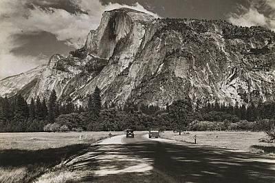 """Халф Доум, снимка от 1931 гХалф Доум е неразделна част от националния парк Йосемити, основан през 1890 г. Снимката е от 1931 г. """"Никой храм,..."""