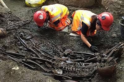 Учени откриха останки от мъртви чумни бактерии в зъбите на скелети от гробището Бедлем в Лондон.