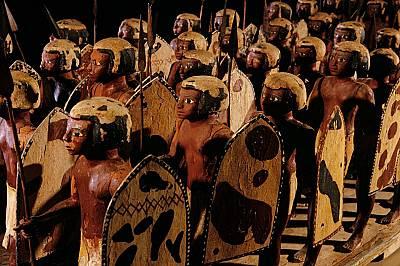 Египетска войскаАристократ на име Месехти починал в Асют около 2000 г. пр.Хр.Той бил погребан с 40 дървени изрисувани войници, кои...