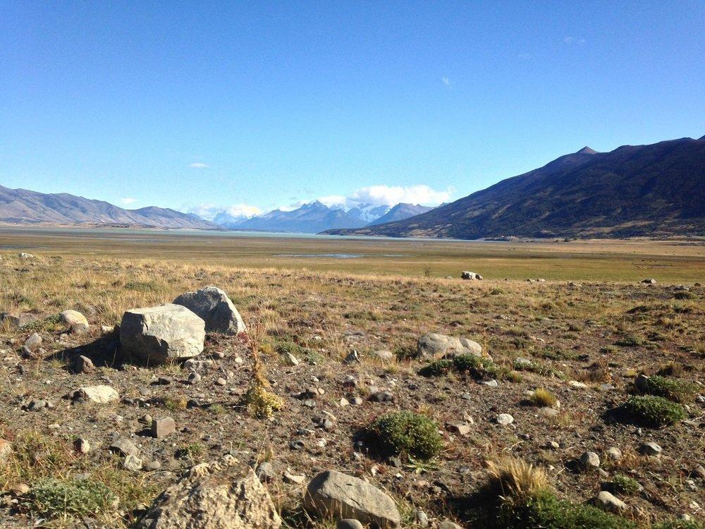 Лагуна и планините, зад които е скрит Перито Морено.