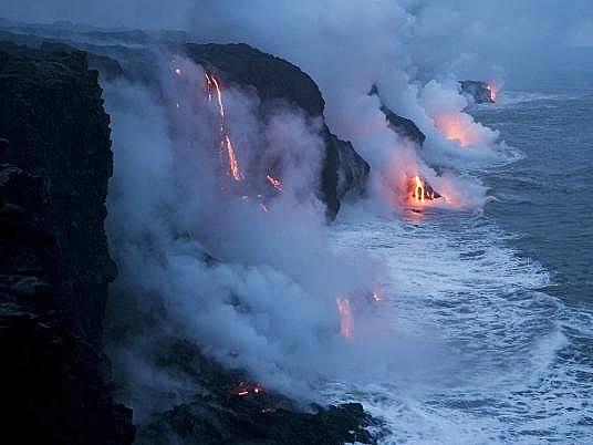 """Национален парк """"Вулкани на Хаваите""""Подобни потоци от течни скали са образували Хавайските острови в продължение на повече от 70 млн. години."""