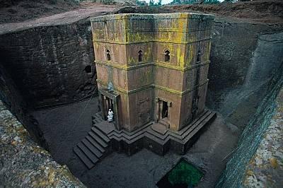 Лалибела, ЕтиопияЛалибела е известна с поразителните си църкви, изсечени в скалите преди около 800 години.