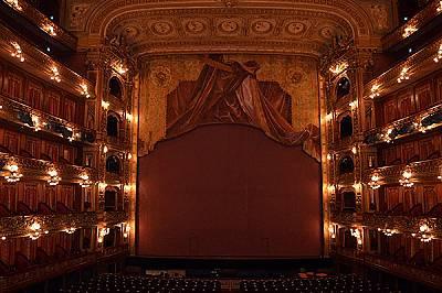 Театърът Колон е главната опера в Буенос Айрес