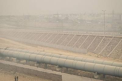 Цял квартал в северната част на Делхи е разположен под открито сметище. То гори непрекъснато и образува постоянна мъгла.