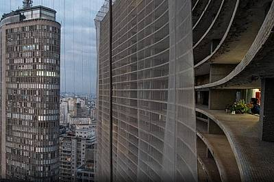 """Живот в най-голямата жилищна сграда в Бразилия - """"Копан"""" - по време на пандемия"""
