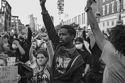 Повече от 50 години по-късно нюйоркчани протестират след убийството на Джордж Флойд