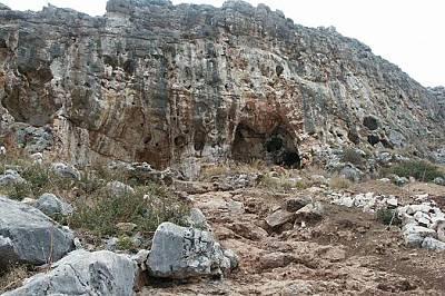 Находката е намерена в пещерата Мислия Находката е намерена в пещерата Мислия - част от известните праисторически пещери, разположени на западние скл...