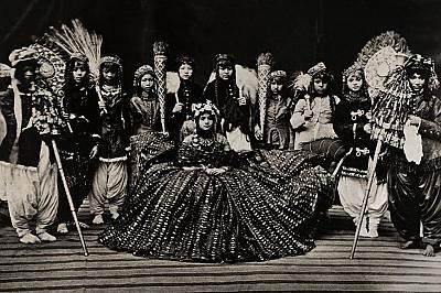 Кралицата на Непал. Снимката вероятно е била направена през 1910 г.