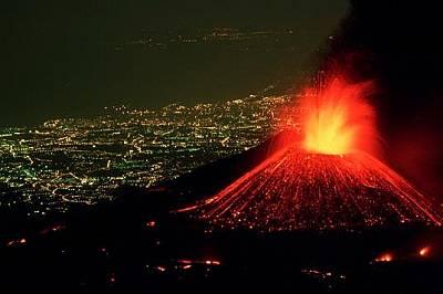 Вулканът Етна изхвърля огнени фонтани към небето, а по склоновете му се стича лава. Въпреки това той е сравнително безопасен и рядко изригва, а лавата...