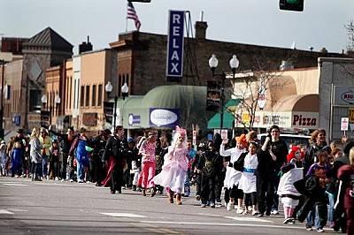 В Анока, Минесота вероятно се е състояло едно от първите официални чествания на Хелоуин в САЩ. 1920 г.
