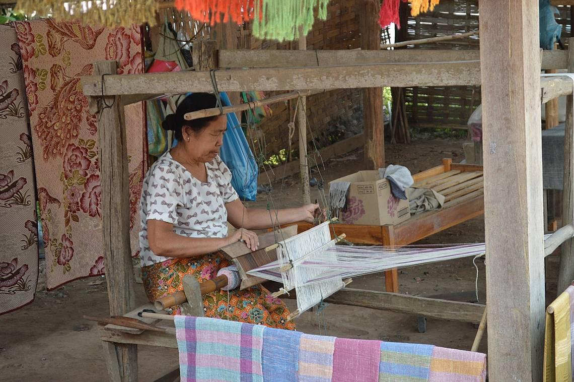 Древни занаяти процъфтяват в селата край Меконг