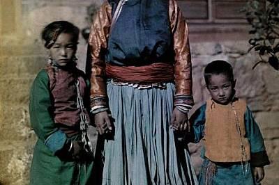 Кралицата на Ниорофу, остров в езерото Лугу, Китай. Снимката е от 1931 г.