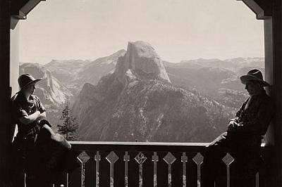 Халф Доум, снимка от 1933 г. Изглед към Халф Доум от хотела Глейшър Пойнт през 1933 г. Хотелът, завършен през 1917 г., се намира на близо 1000 метра н...