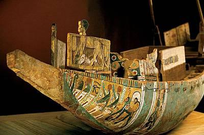 Лодката на фараонаСред предметите, погребани заедно с Аменхотеп II, който управлявал Египет през XV в. пр.Хр., била и тази изрисувана лодка, направена...