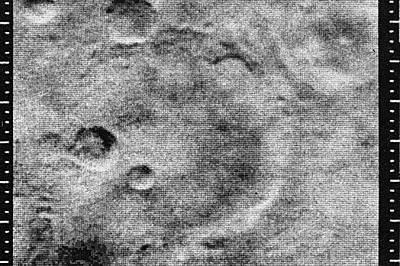 """През 1965 г. сондата """"Маринър 4"""" направила 22 снимки на повърхността на Марс.През 1965 г. сондата """"Маринър 4"""" направила 22 снимки..."""