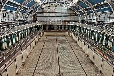 Плувният комплекс Моузли РоудПлувният комплекс на Моузли Роуд в Бирмингам, Англия, има уникална архитектура и все още се използва, но липсата на финан...