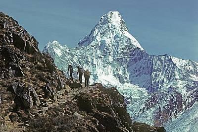 Ама ДабламПрез 1979 г. на път за Еверест катерачи минават през пленителната Ама Даблам. Следващата им спирка е в манастира Тенгбоче, където много шерп...
