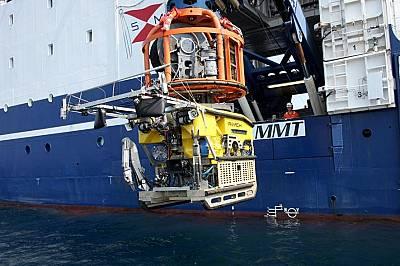 Изследователите използвали комбинация от сонари и безпилотнии подвдони апарати, за да картират морското дъно, когато намерили потъналите кораби.