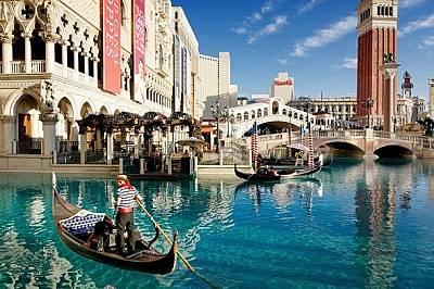 Копие на Венеция в Лас ВегасВенеция бива копирана навсякъде по света, в това число и във Venetian Resort Hotel and Casino в Лас Вегас.