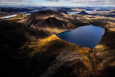 Ландманалаугар, Исландия, окъпан в следобедната светлина. Пилотът на хеликоптера не беше много ентусиазиран, заради времето, но то понякога се оказва...