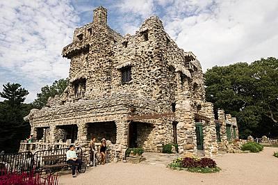 Замъкът Жилет в КънектикътЗамъкът Жилет в Кънектикът е имение с 24 стаи построено за актьора Уилиям Жилет в началото на 1900-те. Макар да е със средно...