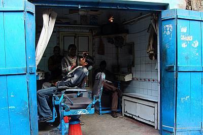 В дюкяна на бръснаря