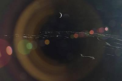 Земята, гледана от ЛунатаПолумесецът на Земята, видян от Луната.