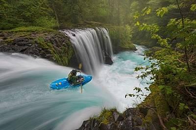 Да яхнеш вълнитеЕкстремно спускане по река Колумбия