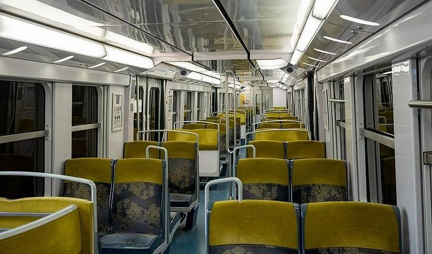 """Така изглежда влакът от центъра на Париж до летището """"Шарл дьо Гол"""""""