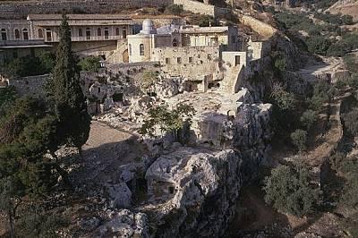 Според легендата Юда Искариотски се обесва в Акелдама, място известно още като Kървавото поле, край Йерусалим.