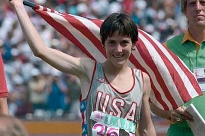 До игрите в Лос Анджелис през 1984 г. не е имало маратон за жени. Тогава Джоан Беноа (на снимката горе) печели първото злато в тази дисциплина.