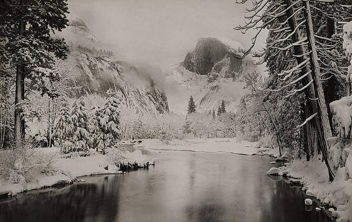 """Халф Доум, снимка от 1922 г. Сняг обгръща Халф Доум на тази снимка от 1922г. В материал от 1865 г. скалата е обявена за """"напълно недосъпна&a..."""