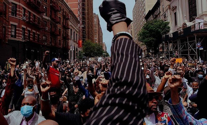 Протестиращи след смъртта на Джордж Флойд Снимка: Amir Hamja