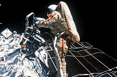 Светлана Савитская - първата съветска космонавтка, осъществила разходка в космоса, 25 юли 1984 г.